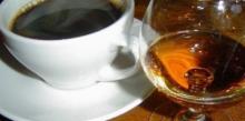 На фото чай с ликёром