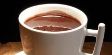 На фото чай с шоколадом