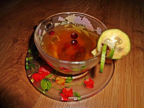 Чай по-арабски (фейхоа и клюквой)