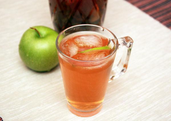 Чай с облепихой, шиповником, сушеными яблоками и мятой