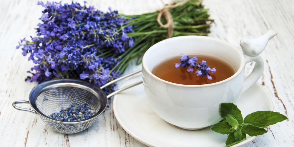Успокаивающий чай из лаванды и мяты. Спим крепко.
